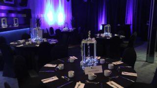 Salle banquet avec ustensiles